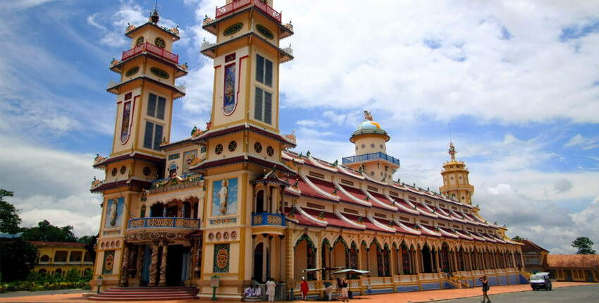 Cao Dai Temple and Cu Chi Tunnels Tour
